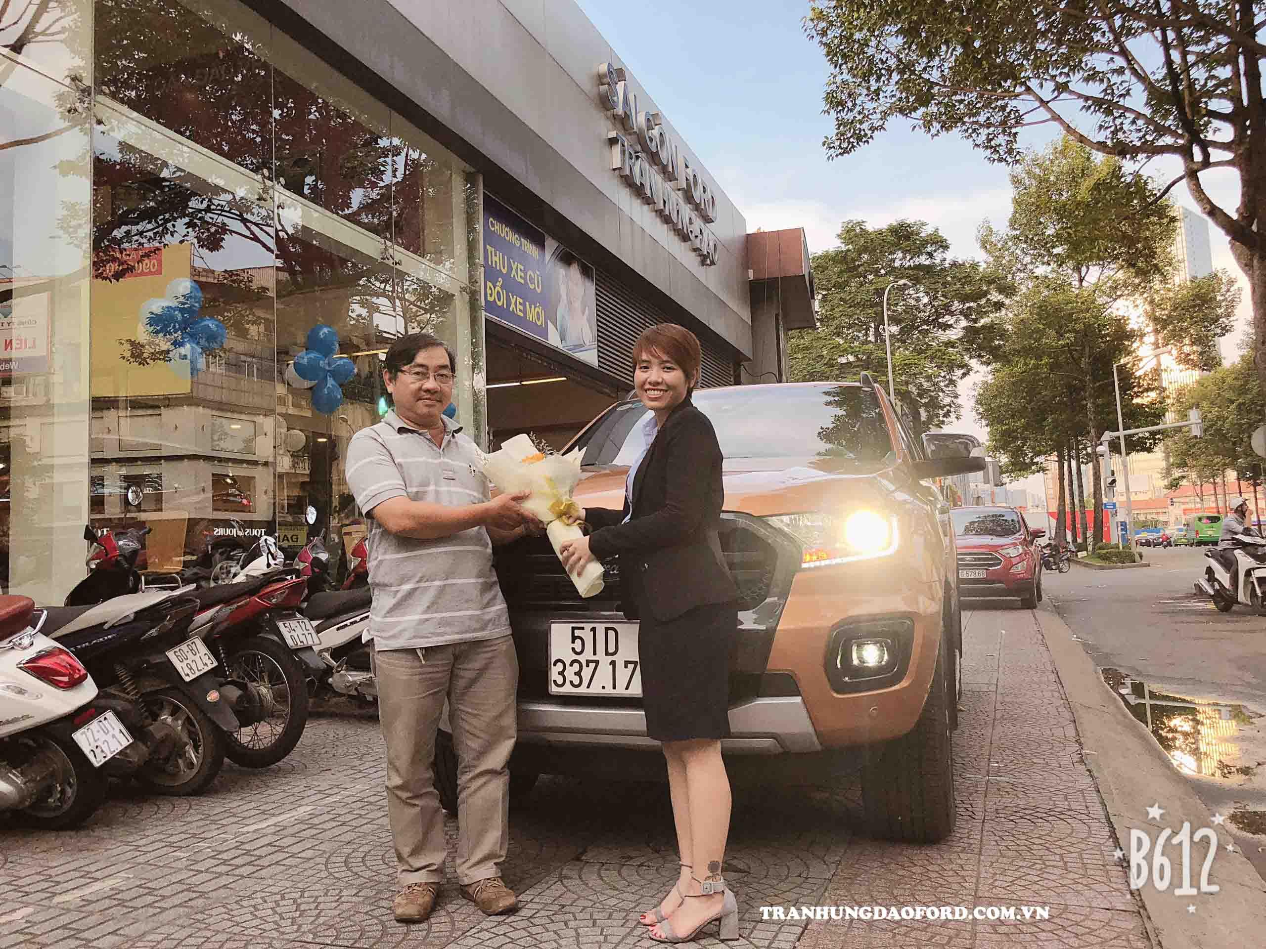 Giao xe Ford Ranger 2020 cho khách hàng