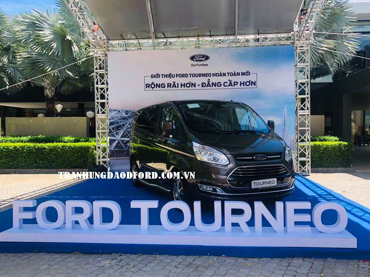 Ra mắt xe Tourneo 2020