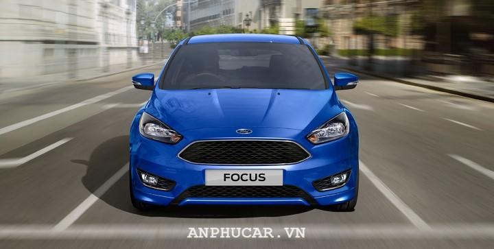 Co nen mua Xe Ford Focus cu
